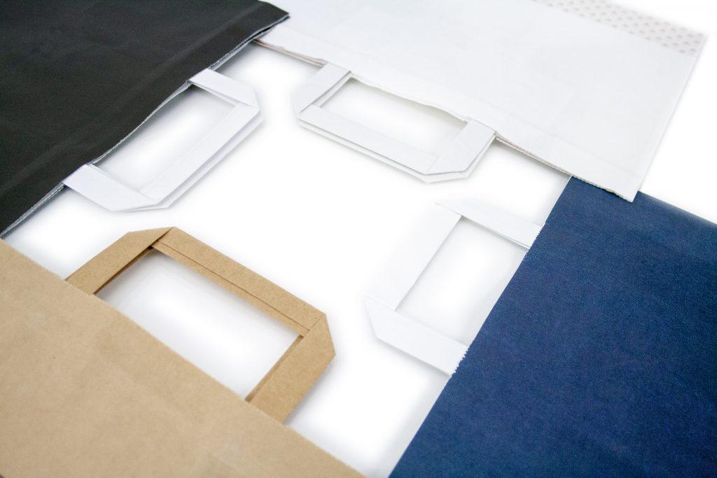 Sacs papier poignée plate impression avec logo